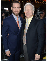 &quot;Star Trek Into Darkness&quot; Premiere: Meet Chris Pines&#039; Proud (and Famous) Papa!