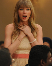 "Taylor Swift Pokes Fun at Herself In ""New Girl"" Finale"
