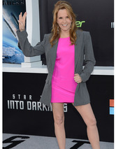 "Lea Thompson Talks ""Trek"" and ""Back To The Future"" -- See The Cast Today!"