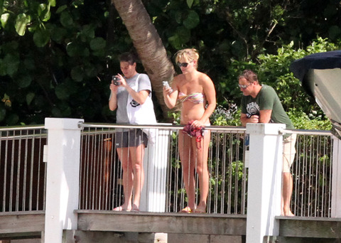 Star Tracks   TigerWoods and  LindseyVonn go TOPLESS on Palm Beach    Lindsey Vonn Tiger Woods Yacht