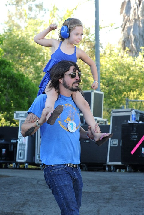 David Grohl and his daughter enjoying a concert