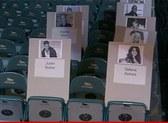 Justin Bieber & Selena Gomez -- BACK TOGETHER ... At the Billboard Awards