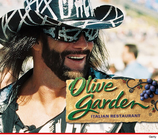 Macho Man Randy Savage -- 2 Year Death Anniversary ... Family Pays Tribute at Olive Garden