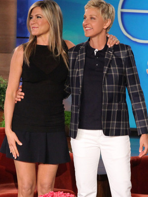 "Jennifer Aniston Reunites with ""Friends"" Co-Stars on Ellen"