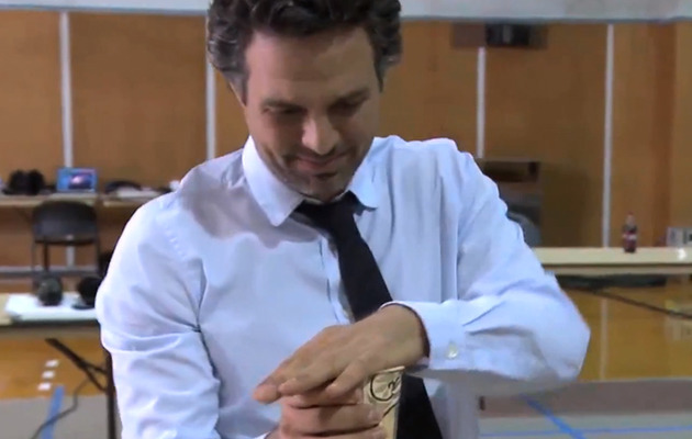 Video: Watch Mark Ruffalo Do An Impressive Magic Trick!