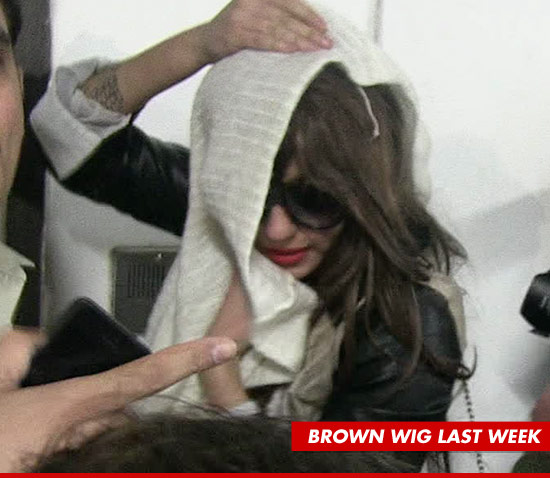 0530-amanda-bynes-brown-wig-tmz-ipad