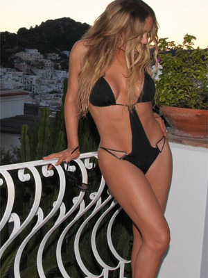 Mariah Carey Slips Into VERY Skimpy Swimsuit