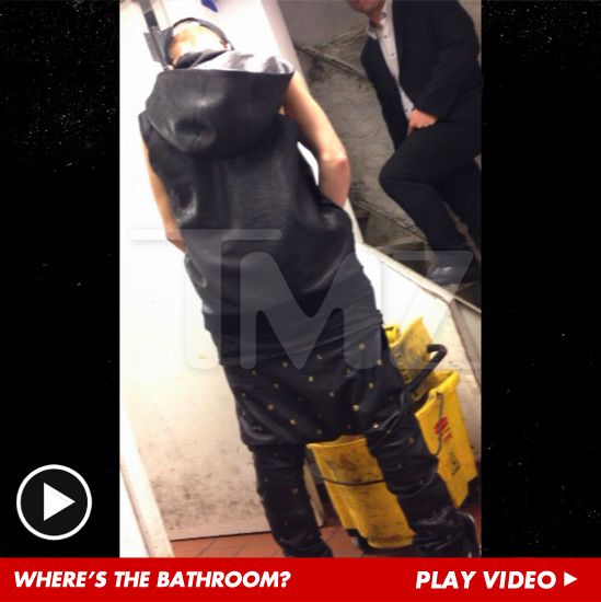 0709-tmz-justin-bieber-bathroom-video