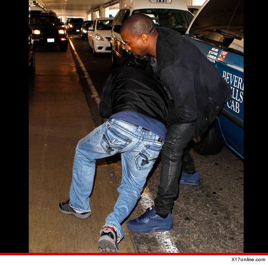 0719_kanye_west_airport_x17_article_1