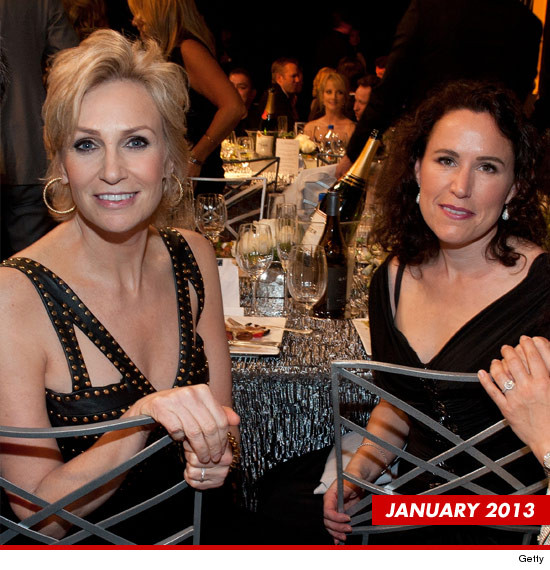0723-jane-lynch-lara-embry-getty