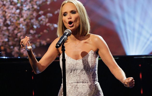 "Kristin Chenoweth Burns Anthony Weiner with Hilarious ""Popular"" Parody"