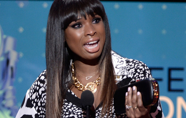 Jennifer Hudson Cries Honoring Nephew at Do Something Awards