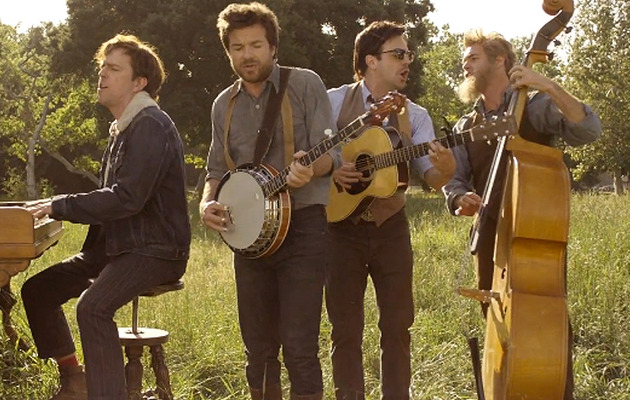 Jason Sudeikis & Will Forte Make Out In New Mumford & Sons Video