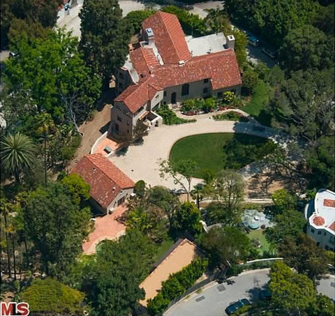 <span>Katy's Hollywood Hills home went into escrow Monday -- the home she's been trying to unload since divorcing Russell Brand.  The buyer made the