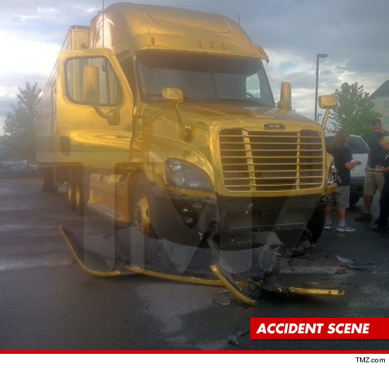 0809_katy_perry_truck_article_accident_tmz_3