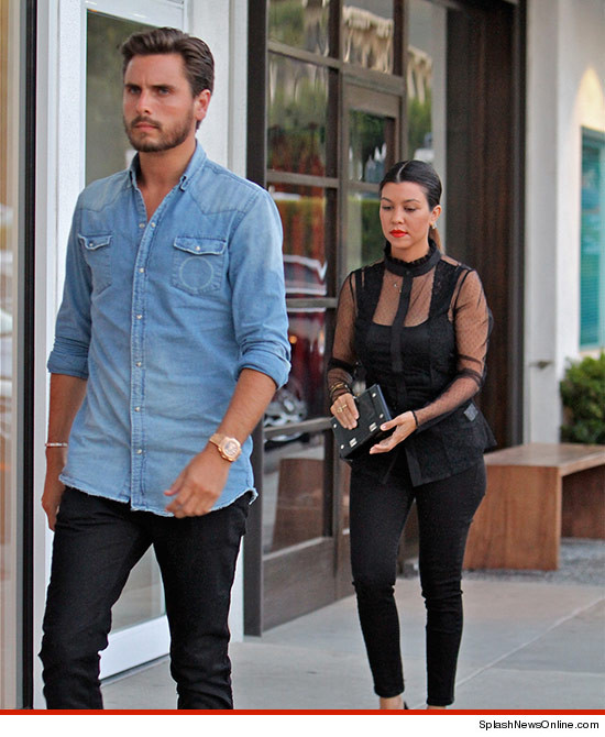 0810-scott-disick-kourtney-kardashian-splash-mr-chow