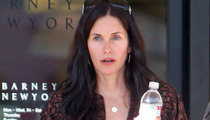 Courteney Cox -- Breaks Wrist In Mexico