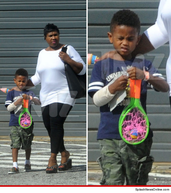 0812-usher-son-hospital-splashnewsonline-article-2