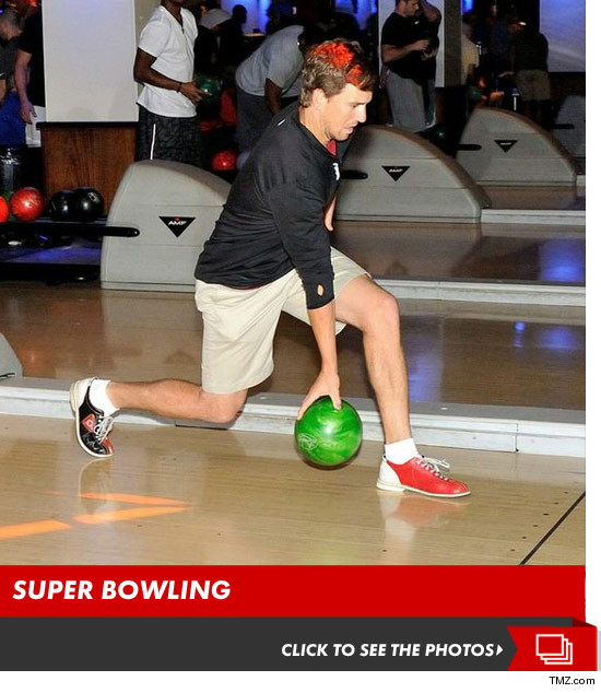 0814_giants_super_bowling_launch