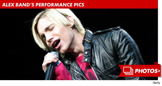 0819_alex_band_performance_footer