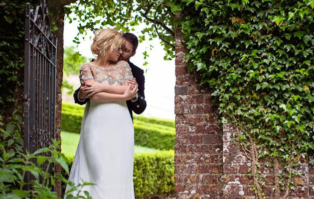 Kelly Clarkson Shares Beautiful Engagement Photo!