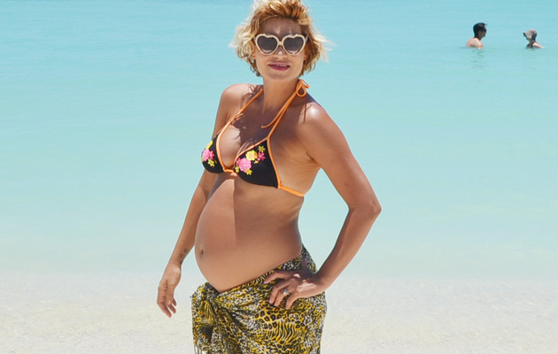 """America's Next Top Model"" Winner Flaunts Bikini Baby Bump!"
