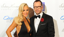 Donnie Wahlberg & Jenny McCarthy Make Red Carpet Debut