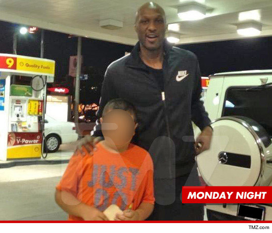 0827-lamar-odom-monday-gas-station