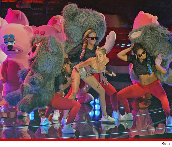 0827-miley-cyrus-bears-sex-getty