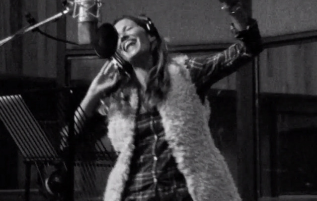 Gisele Bundchen Sings in New H&M Promo -- How's She Sound?