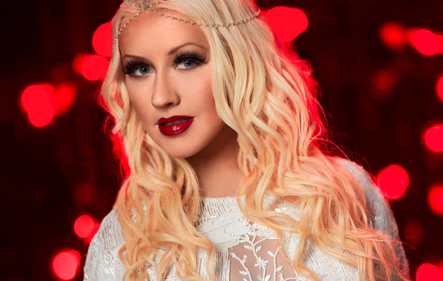 "Christina Aguilera Stuns in New Promo for ""The Voice"""