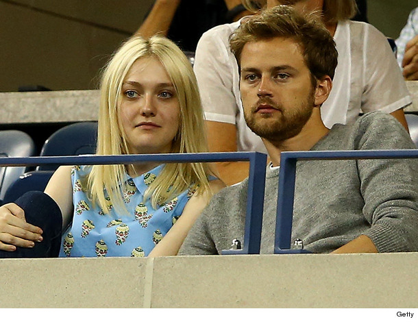 dakota fanning dating tom cruise According to our records, elle fanning is possibly single relationships elle fanning has been in relationships with zalman band (2015) and dylan beck (2014) about elle fanning is a 20 year old american actress.