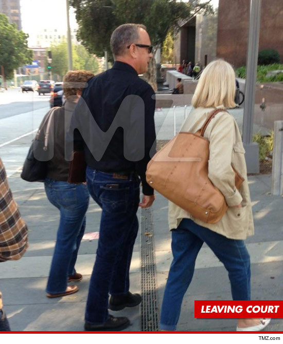 0910-tom-hanks-leaving-court