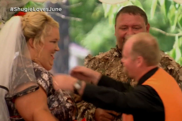 "Sugar Bear Breaks Down During ""Honey Boo Boo"" Commitment Ceremony"