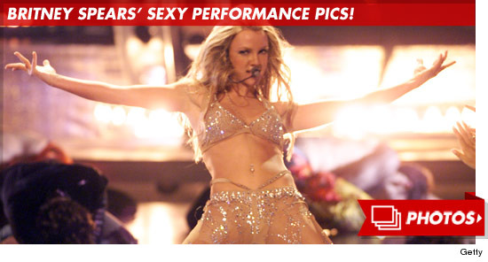 1003_britney_spears_sexy_performance_footer