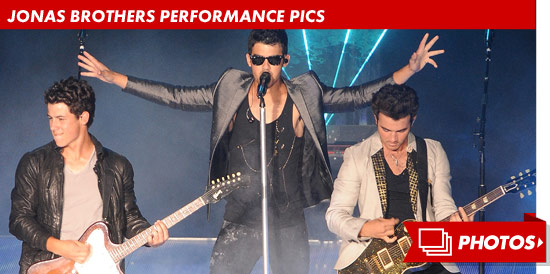 1009_jonas_brothers_performance_footer