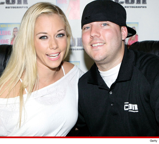 1018_kendra_wilkinson_and_brother_getty