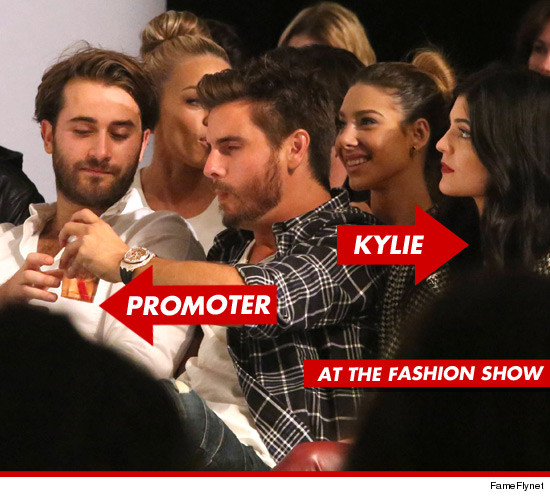1018_scott_disick_fashion_show_banners
