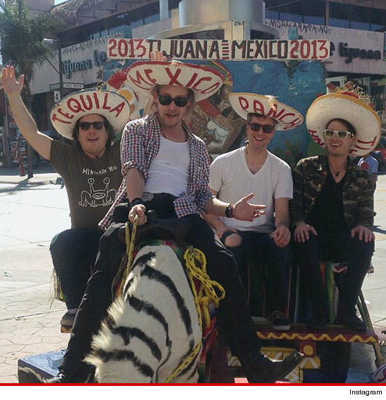 1022-macaulay-culkin-mexico-instagram