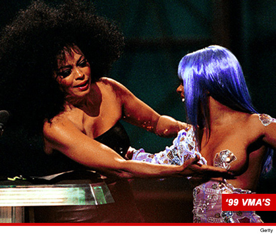 1031-lil-kim-diana-ross-getty-99-vmas