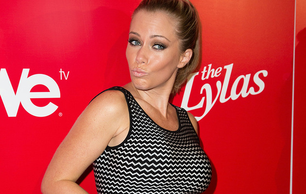 Kendra Wilkinson's Baby Bump Makes Red Carpet Debut