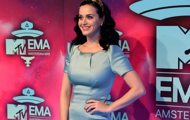 Katy Perry Engaged? Singer Wears Suspicious Ring to EMAs