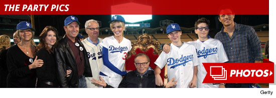 1117-larry-king-happy-birthday-dodgers-party
