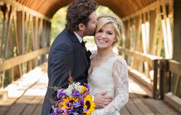 Kelly Clarkson Pregnant With First Child!
