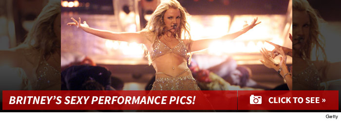 1121_britney_spears_performance_pics_footer_v3