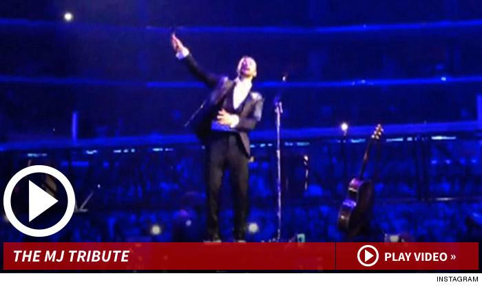 Justin Timberlake faz tributo para Michael Jackson 112713-jt-mj-tribute-launch-2
