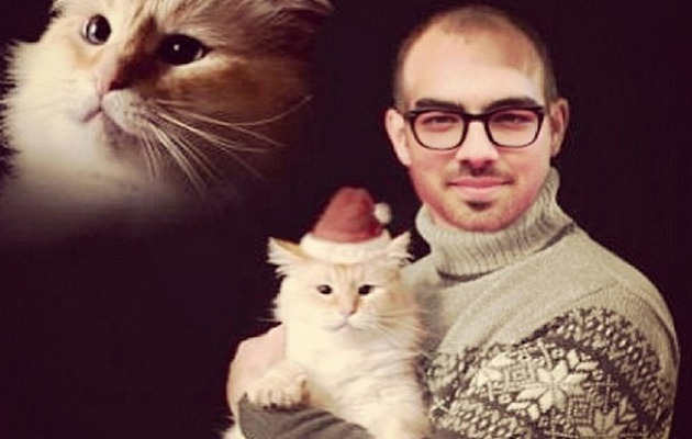 Joe Jonas Goes Bald For Awkward Christmas Photo!