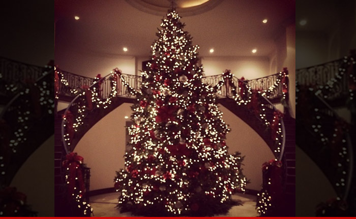 1216_matt_kemp_christmas_tree_instagram