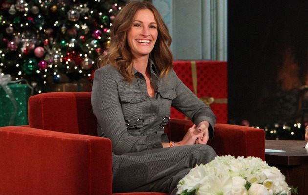 "Julia Roberts Addresses Pregnancy Rumors on ""Ellen"""