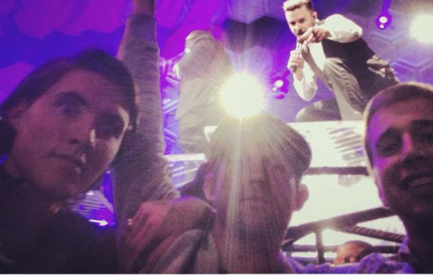 Justin Timberlake Photobombs Fans!